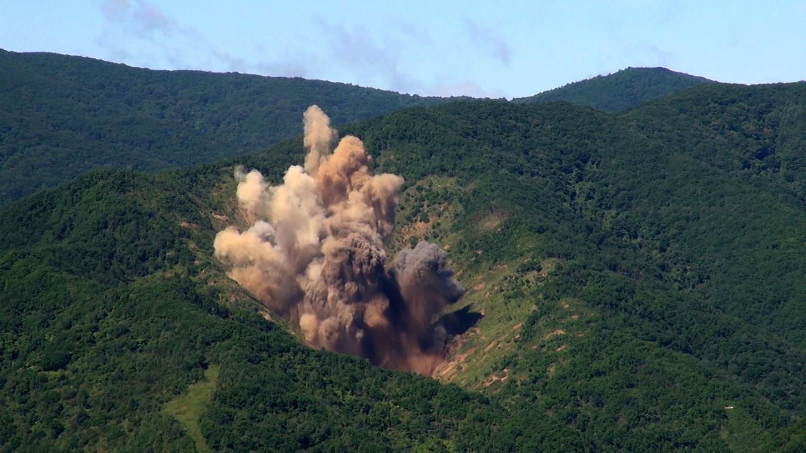 Zuid-Korea beantwoordde de nieuwe rakettest van buur Noord-Korea met een bombardement op een militaire oefenplek, vlak aan de gedemilitariseerde grensstrook.