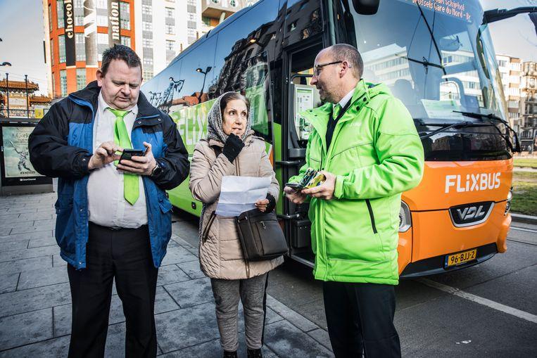 De vertrekhalte van de Flixbussen aan het Antwerpse Koningin Astridplein. Vooral de lage prijzen trekken gebruikers. Beeld Aurélie Geurts