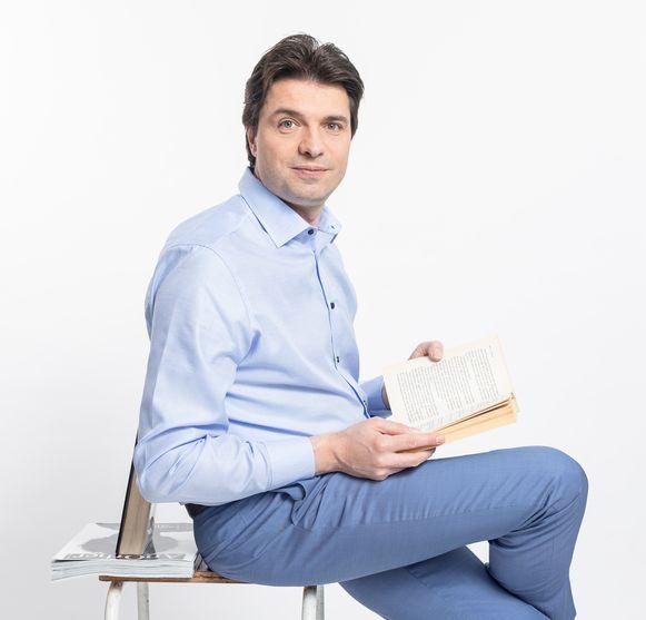 Financieel expert Michaël Van Droogenbroeck rekent uit hoeveel het kost om 1 kind te laten studeren.