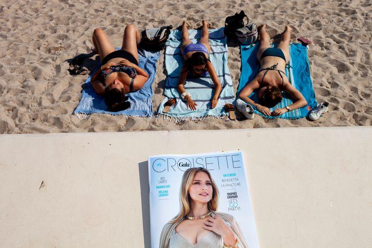 Hoofdrolspeler Virginie Efira op de cover van het tijdschrift Croisette. Beeld Renate Beense