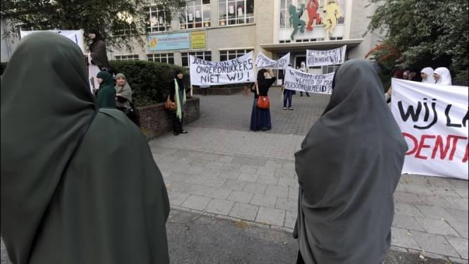 Antwerpen verbiedt hoofddoekenprotest aan schoolpoort