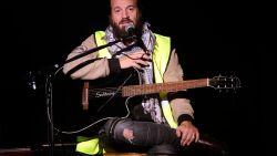 Deze Franse zanger wil het politieke boegbeeld van de gele hesjes worden