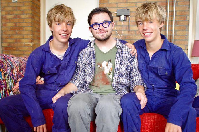 Nando Liebregts met zijn nieuwe dikke vrienden Sens en Imme Gerritsen die de tweeling Hielke en Sietse Klinkhamer spelen in de nieuwe Kameleon-film.