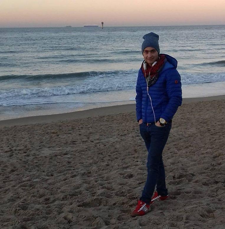 28 maart 2017. Tweede en ultieme oproep in 'Faroek': wie weet wie de man met de blauwe jas is? Beeld rv
