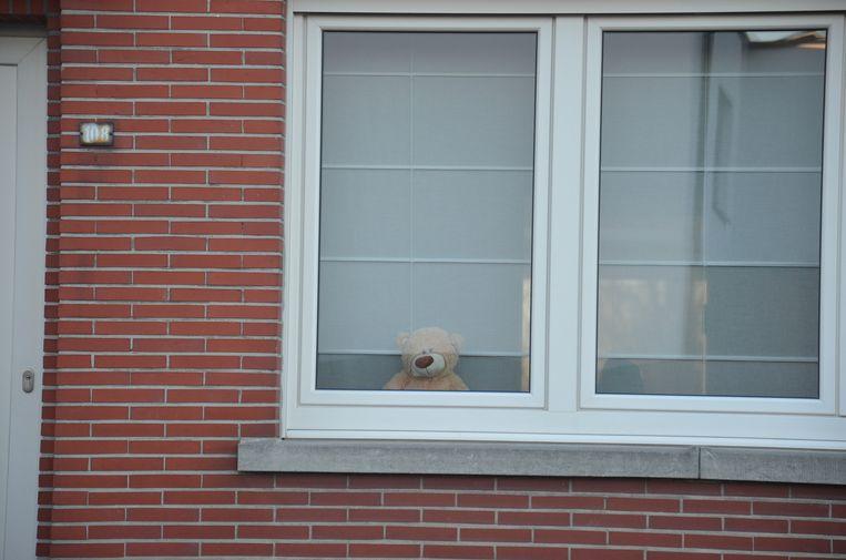 Wellenaren plaatsen een teddybeer voor hun venster - Kapellestraat