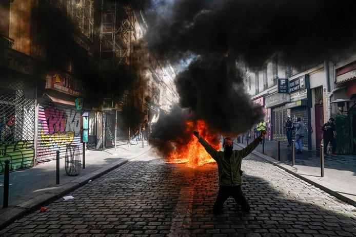 Het is zaterdag opnieuw onrustig in de straten van Parijs.