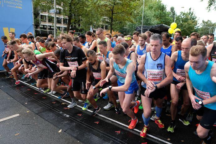 De start van de halve marathon in Eindhoven van vorig jaar.