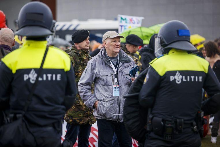 Journalist Arnold Karskens tijdens demonstratie op het Museumplein.  Beeld ANP