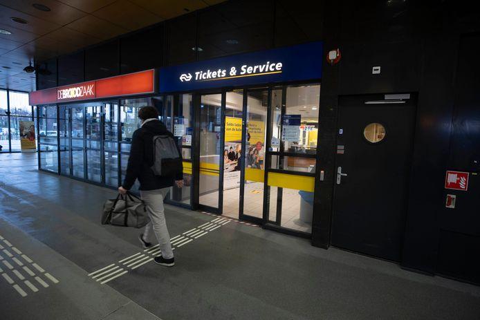 De tickets&servicebalie op het centraal station in Nijmegen dreigt te verdwijnen.