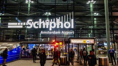 Hoe verzond de piloot in Schiphol een kapingsmelding en waarom zette hij zijn fout niet meteen recht?