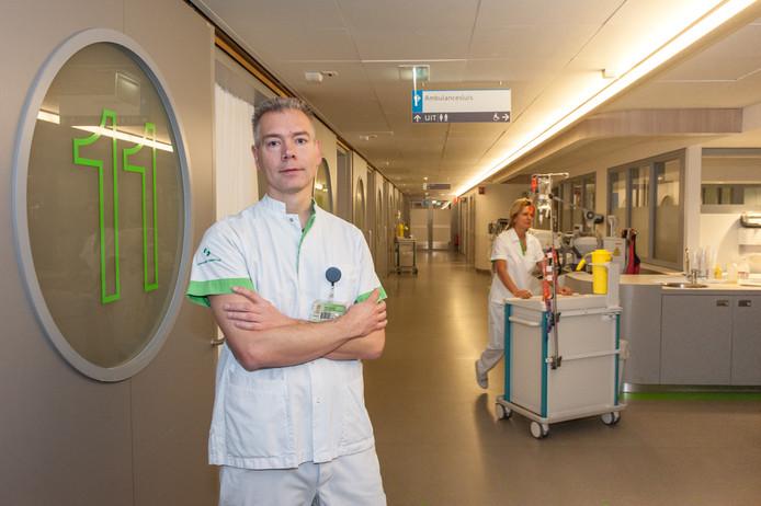 Mark Hulzebos is verpleegkundige bij de spoedeisende hulp: ,,Het probleem is dat bijna iedereen zichzelf als spoedgeval ziet en direct wil worden behandeld.''