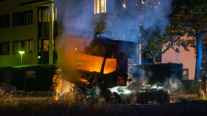 De truck zonder oplegger ging verloren in het vuur.