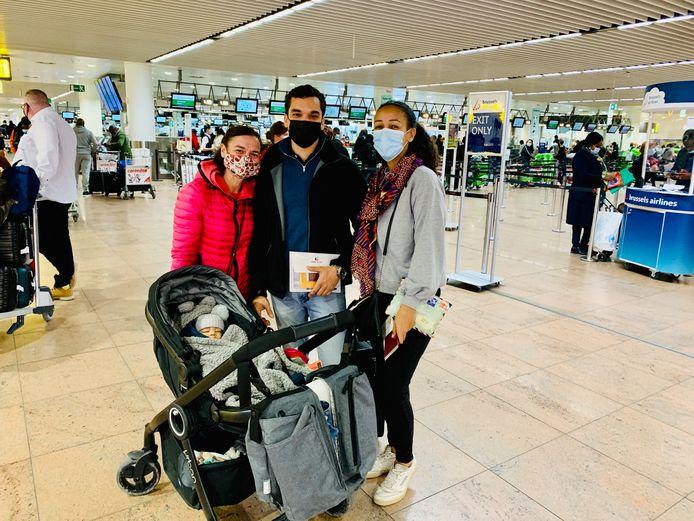 Nathalie Delanoy komt haar zoon Laurent De Witte, schoondochter Annie Notterman en kleinzoon Loïs uitwuiven. Zij keren terug naar hun thuis in Kinshasa, nadat ze enkele maanden in België waren voor medische zorgen.