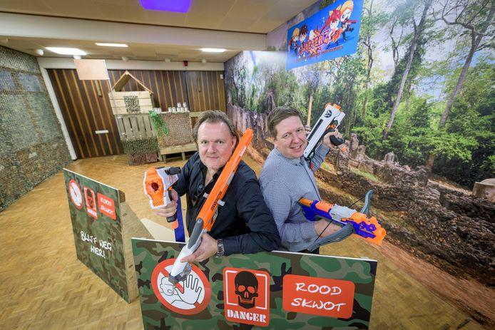 Harold Weerkamp (links) en Bastiaan Borchert in hun recent geopende speelparadijs De Beleverij.
