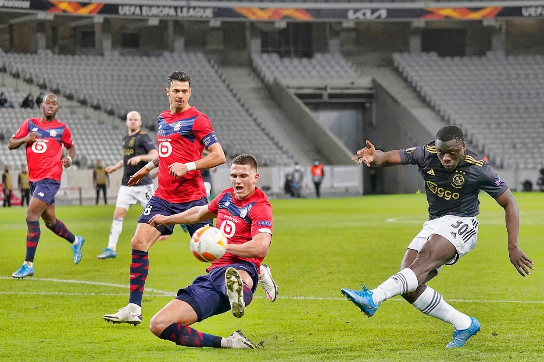 Invaller Brian Brobbey geeft de verdediging van Lille het nakijken. Beeld Pro Shots / Jasper Ruhe