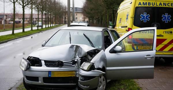 Automobilist lichtgewond door ongeluk in Tilburg.