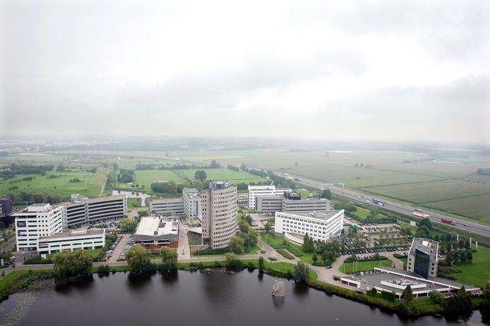 Pettelaarpark gezien vanaf de bovenste verdieping van het Provinciehuis. In het midden De Volksbank.