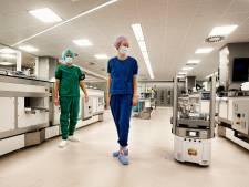 Vijf rijdende robots als collega in het ziekenhuis: dat zie je vrijwel nergens in Europa, maar nu wel in het UMC Utrecht