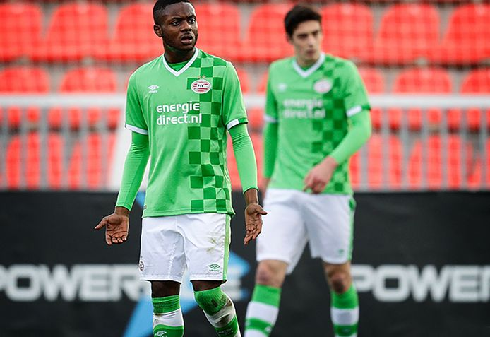 Leandro Fernandes in actie voor PSV in de UEFA Youth Champions League.