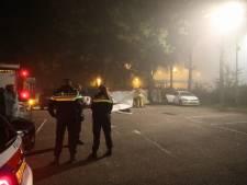 Overleden persoon in auto bij hotel in Eemnes, politie doet uitgebreid onderzoek