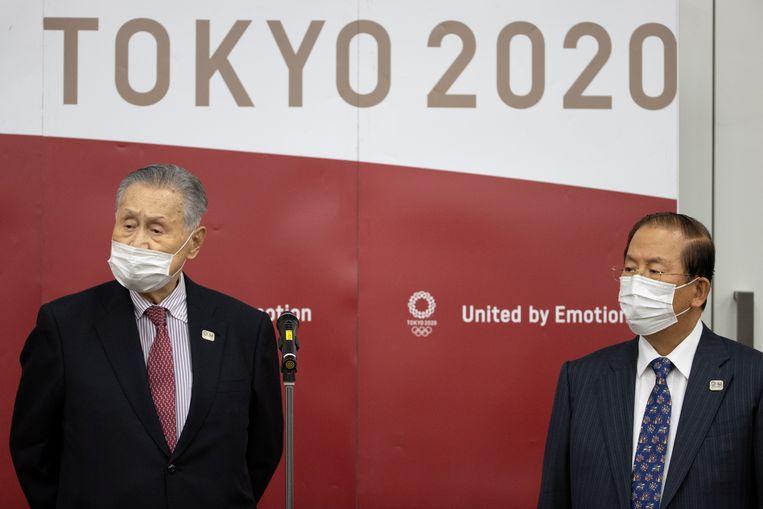 """""""Iedereen wil deze Spelen succesvol maken"""", zei Yoshiro Mori (links) donderdag, voorzitter van het comité dat de Olympische en Paralympische Spelen in Tokio organiseert. Rechts directeur Toshiro Muto. Beeld Reuters"""