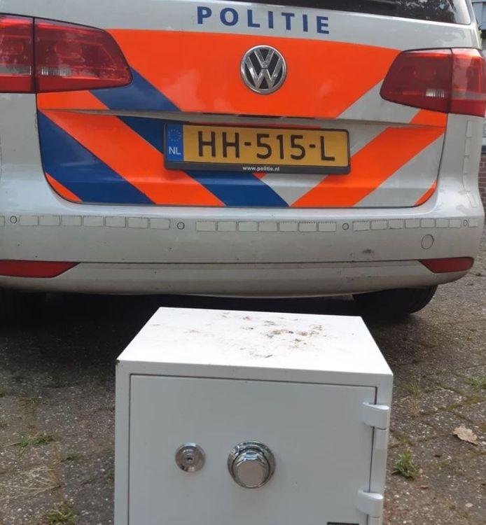 Politie vindt kluis in loods met hennepkwekerij in Someren.