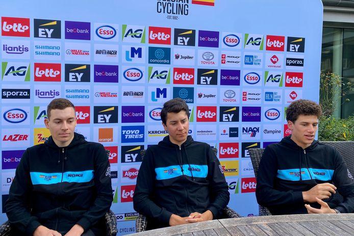 Jonathan Vervenne (l.) is naast Cian Uijtdebroeks en Alec Segaert één van de drie Belgische junioren aan de start van de WK-tijdrit.