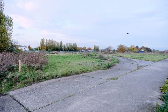 De nieuwe vliegtuighangar komt op een braakliggend terrein langs de Haachtsesteenweg, vlakbij het kruispunt met de Tervuursesteenweg.