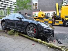 Ravage door foutje bij inparkeren met Porsche: vrouw drukt per ongeluk op gaspedaal en niet rem