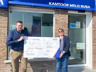 Buttons tegen homofobie leveren cheque van 1.000 euro op voor Roze Huis