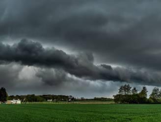 Lente of herfst? Het blijft onstuimig weer met regen en windstoten, morgen wel droger
