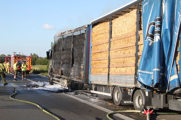 De vrachtwagenchauffeur kon zich op de pechstrook parkeren.