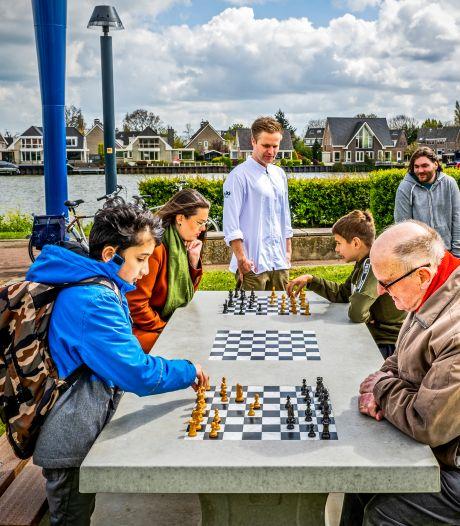 Schaakmat! Eerste schaaktafel in Capelle geplaatst en er volgen er meer