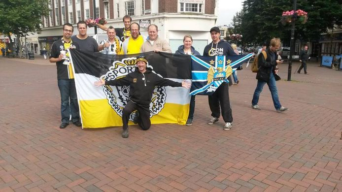 De clubkleuren van Sporting waren opvallend aanwezig in het straatbeeld van Hull.