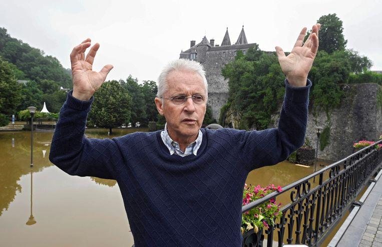 Burgemeester Philippe Bontemps in zijn ondergelopen Durbuy: