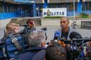 Advocaat Gerald Roethof staat de media te woord voor het politiebureau in Eindhoven.