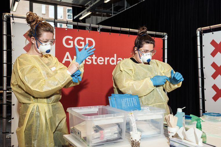 Amsterdamse GGD kan vanaf juni zes keer zo veel coronatesten uitvoeren