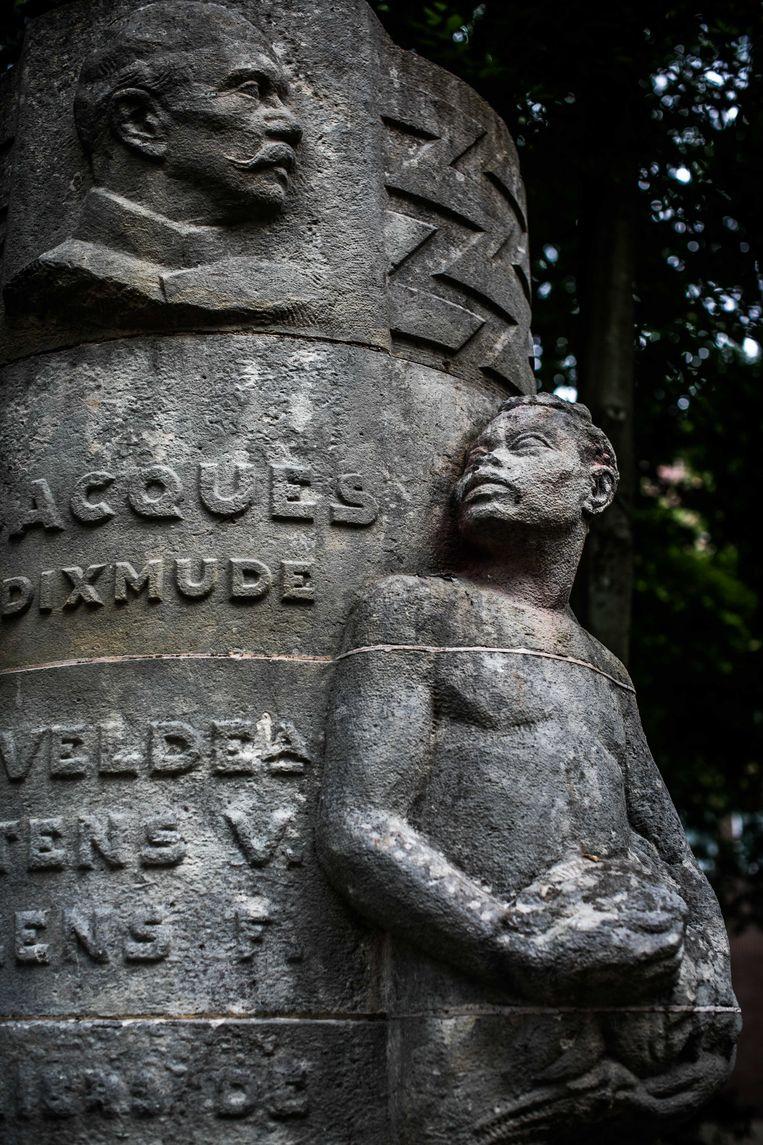 Ook in Halle staat een beeld van generaal Jacques de Dixmude. Beeld Bas Bogaerts