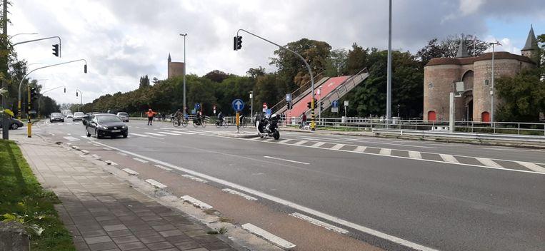 De Gentpoortbrug staat door de ontploffing geblokkeerd