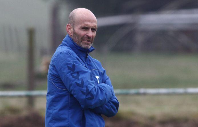 Gerdy Saelens als trainer van BS Geluveld waarmee hij in vierde provinciale kampioen speelde. Saelens gaat voor volgend seizoen aan de slag bij Voormezele.