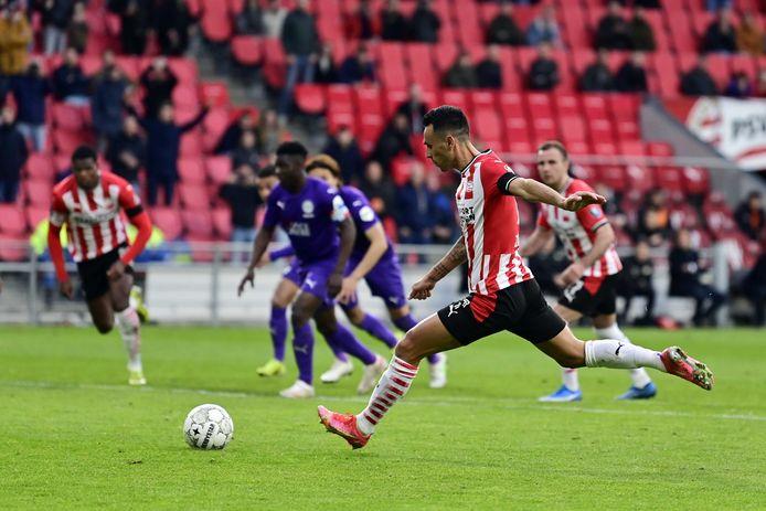 Zahavi benut de strafschop voor PSV: 1-0.