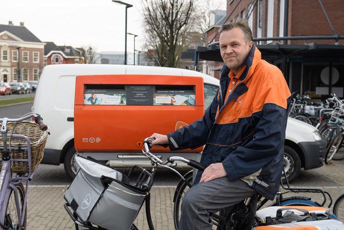 Bert-Jan Bruggert is postbode bij Post.nl en maakt zich zorgen over het bedrijf.