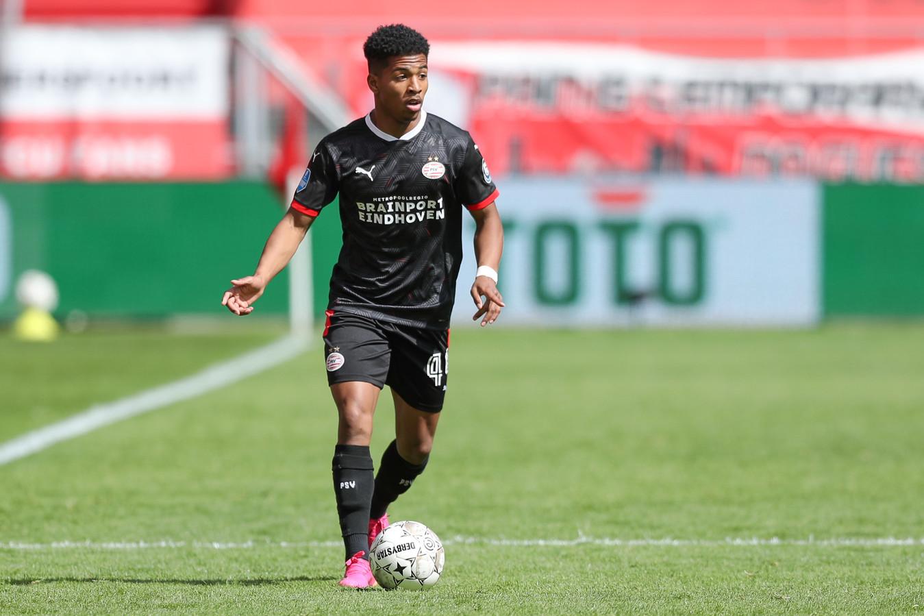 Shurandy Sambo viel in de 77ste minuut in tegen FC Utrecht.