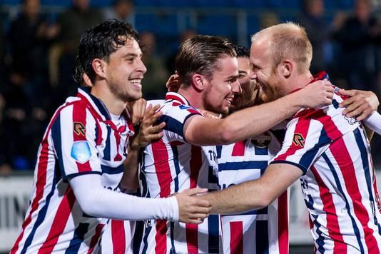 Willem II-spelers Thom Haye, Ben Rienstra en Jop van der Linden vieren de bekeroverwinning op Heerenveen.