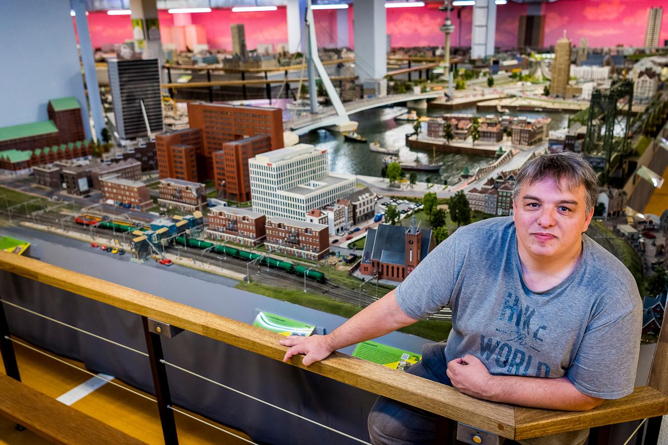 Oostvoornaar Marc van Buren in zijn Miniworld Rotterdam: ,,Het is best bijzonder dat ik op mijn pootjes terecht ben gekomen.''