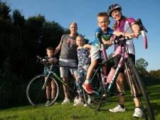 Jalou (9), Ben (7) en Daan (6) fietsen 50 kilometer op één dag voor een leven zonder buikpijn