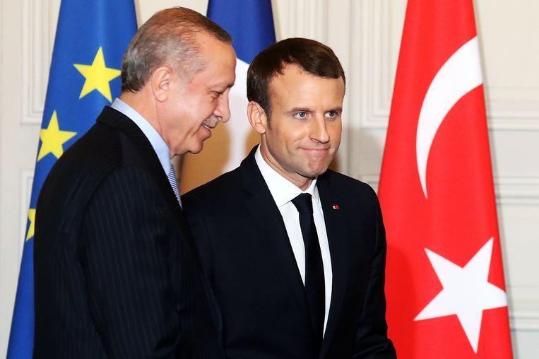 De Franse President Emmanuel Macron (R) en de Turkse president Recep Tayyip Erdogan tijdens hun ontmoeting in Parijs vandaag.