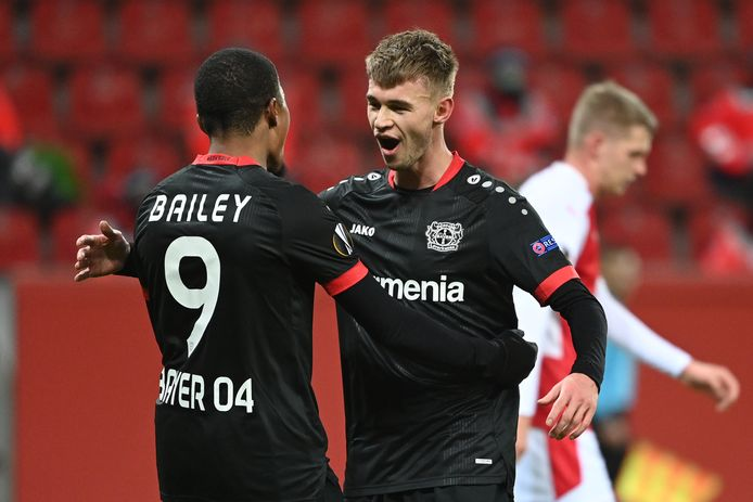 Daley Sinkgraven met Leon Bailey.