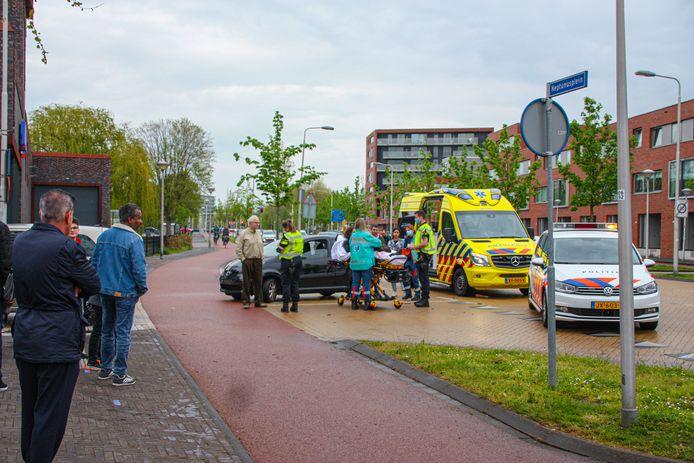 Het ongeval trok veel bekijks van winkelend publiek.