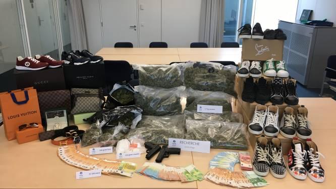 """Bende riskeert tot 4 jaar cel voor verkoop van tientallen kilo's cannabis: """"Bij huiszoekingen werden onder meer 7 paar Louboutins aangetroffen"""""""